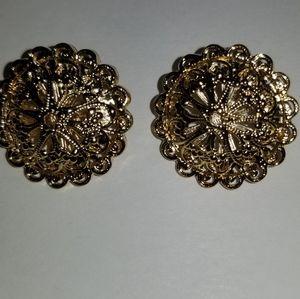 Vintage gold tone pinwheel village style earrings